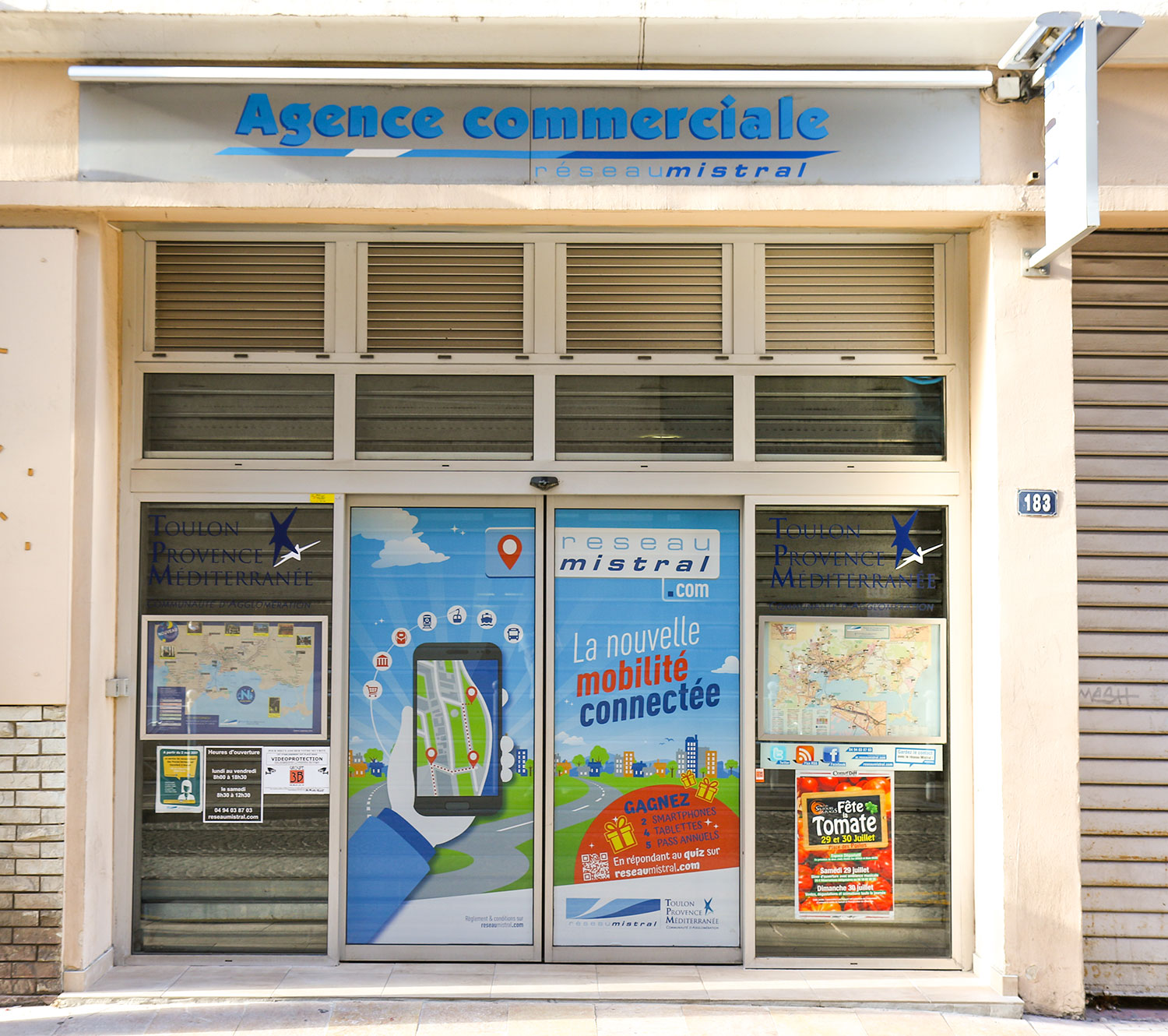 Agence communication service public Toulon-comitup-vitrophanie-microperforé-adhésif-pose-vitrine